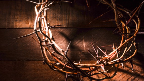 An,Authentic,Crown,Of,Thorns,On,A,Wooden,Background.,Easter